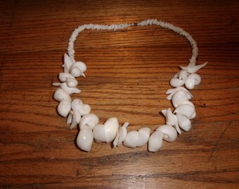 vintage necklace heavy shell