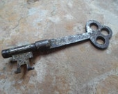 Vintage Rustic Clover Shaped Bow Barrel Skeleton Key