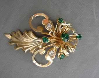 Vintage gold tone and rhinestone pin/brooch