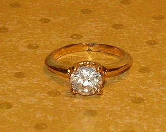 Fun Ring, 1 Large Stone, Goldtone Metal Band, sz 6 to 6 1/2, Worn a bit, but so Pretty