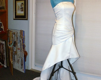 White  strapless wedding dress size 6 with beads
