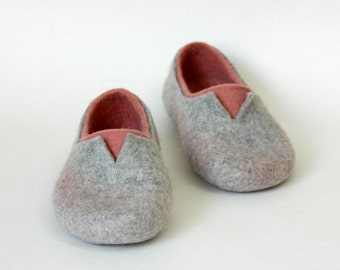 FELTED SLIPPERS natural and colorful Felted clogs Women home shoes Eco fashion Traditional felt 100% wool Women woolen shoes clogs