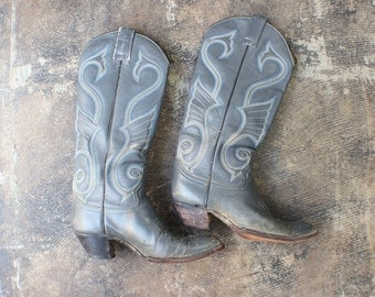 8 Women's Cowboy Boots / Stacked Heel Leather Boots / Vintage Western Shoes