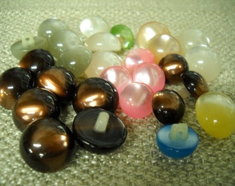 Beautiful lot of 28 pcs - Vintage Buttons-