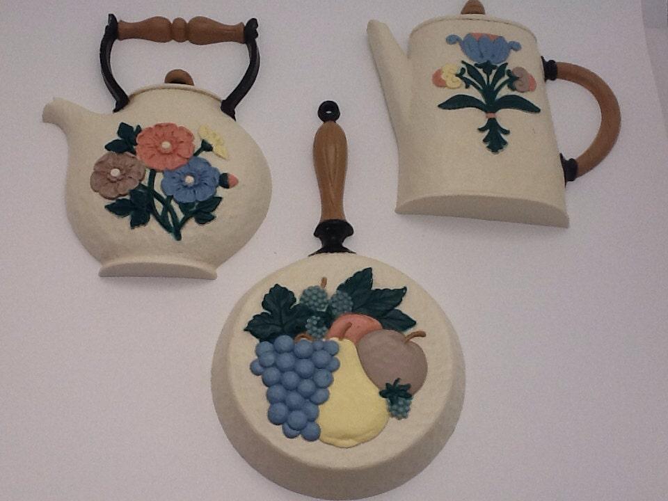 vintage 3 piece kitchen wall decor teapot skillrt frying pan. Black Bedroom Furniture Sets. Home Design Ideas
