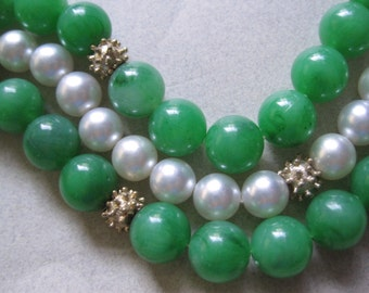 Vintage Faux Pearl and Faux Jade Green Bead Bracelet Mad Men Costume jewelry green gold white MOONLIGHTMARTINI