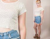80s / 90s CHIC ROSES floral crop top / little top t shirt / tee shirt with serged edges and little flowers / roses / cream floral pattern