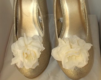 Wedding Shoe Clips, Rose Shoe Clips,, Ivory Roses, Bridal Wedding, Prom, Special Occasion, Shoe Clips for Wedding Shoes, Bridal SHoes