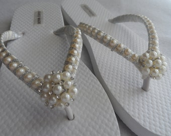 Bridal Ivory Pearls / Wedding Pearls Flip Flops / Rhinestone/Pearls Flip Flops / Bridesmaids Flip Flops / Bridal Sandals / Wedding Shoes