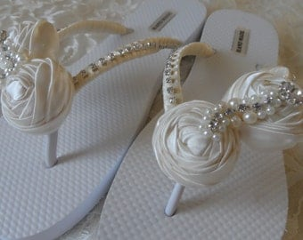 Ivory Rolled Flowers Flip Flops / Bridal Flip Flops / Beach Wedding Shoes / Bridemaids Gift / Bridal Shower /Wedding Party .