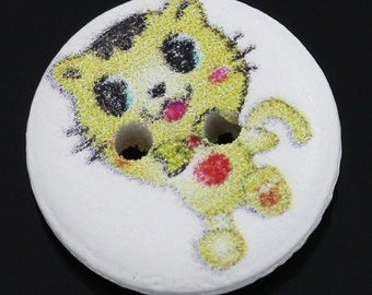 SALE 75 Buttons - Painted Cat Design - 2 Holes - Sewing Buttons - Scrapbooking - 15mm Dia - Ships IIMMEDIATELY from California - W48