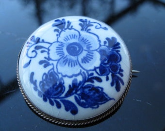 Blue and white lovers.. Delft floral porcelain brooch