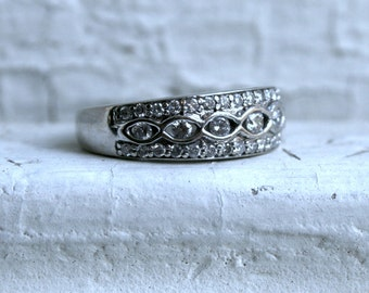 Vintage 14K White Gold Diamond Band - 0.89ct.