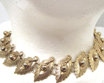 Leaf Design Gold Tone Sixteen Inch Choker Style Necklace Vintage c1960s