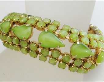 Vintage Bracelet Pretty Apple Green Chartreuse Satin Glass Stones 7 1/2 Inches