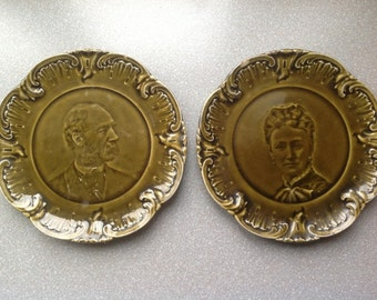 Antique small two medalion portrait plates green of men and women  majolica   Villeroy and Boch