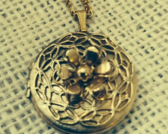 Vintage Gold Tone Mourning Picture Locket with Chain