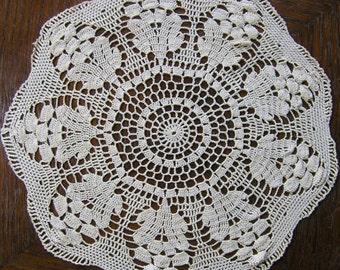 Vintage Dollie, Retro Round White Lace Doily, Intricate White Round Dollie, Fine Crochet Round Dolly, Table Decoration, Table Linens Decor