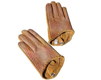 Women's leather gloves. Leather is of a snake (made in Italy). (P255-14-330 ). Different Sizes