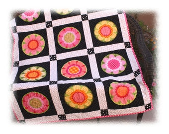 Lakehouse Fun Flowers Toddler Lap Throw Wallhanging Quilt **SALE**