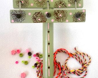 Daisy Maisy Twist It Bracelet Maker