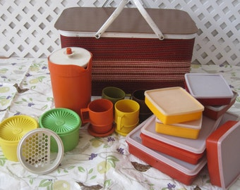 "Complete Picnic Basket Set Vintage 70's Retro with Tupperware and Bird Print Tablecloth ""MOD Hippie Wedding""' E215"