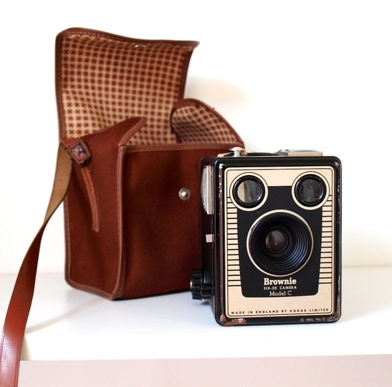 Kodak Brownie Camera / Six-20 Brownie Model C vintage film camera and camera bag. Made in England 1950s.