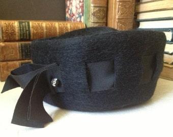 Vtg Handcrafted // Black 100% Wool Felt Hat