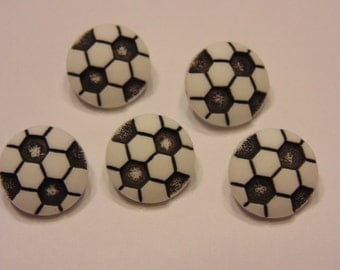 5 small acrylic soccer ball buttons, 11 mm (7)