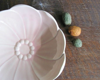 Vintage Pink Pottery Bowl, USA Pottery, Flower Petal Design, Vintage Dishes, Fruit Bowl, Shabby Pink Bowl, Vintage Serving Bowl, Rose Quartz