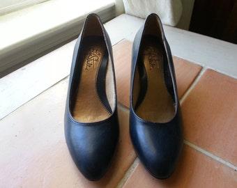 Vintage Navy Blue Heels - Size 5.5