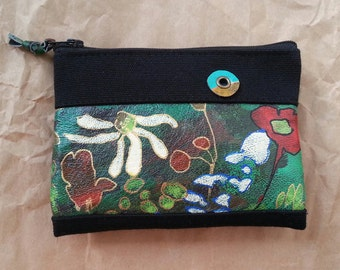 A handmade porte-monnaie with flower painting.