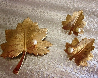 Vintage Sarah Coventry Pearl and Gold Leaf Brooch and Matching Earring Set