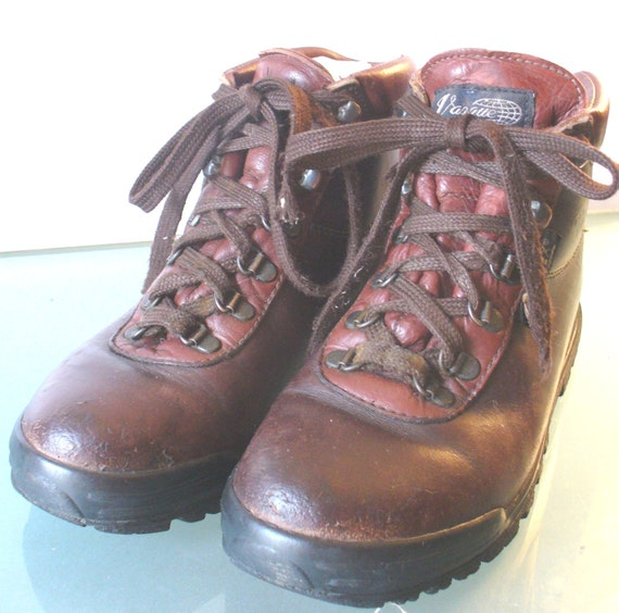 vintage made in italy vasque hiking boots size 7 5m. Black Bedroom Furniture Sets. Home Design Ideas