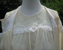 Summer yellow nightie and robe, Nylon nightgown set, 1970s lingerie, vintage pajamas, size medium large