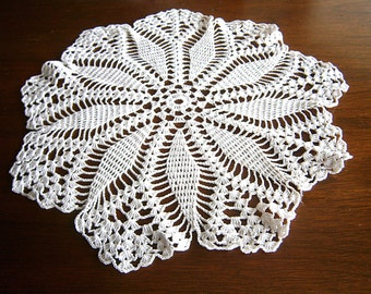 Hand Crocheted Vintage Doily / Round Doily / White Cotton Doily / Poinsettia Design / Centerpiece / Table Topper / Placemat