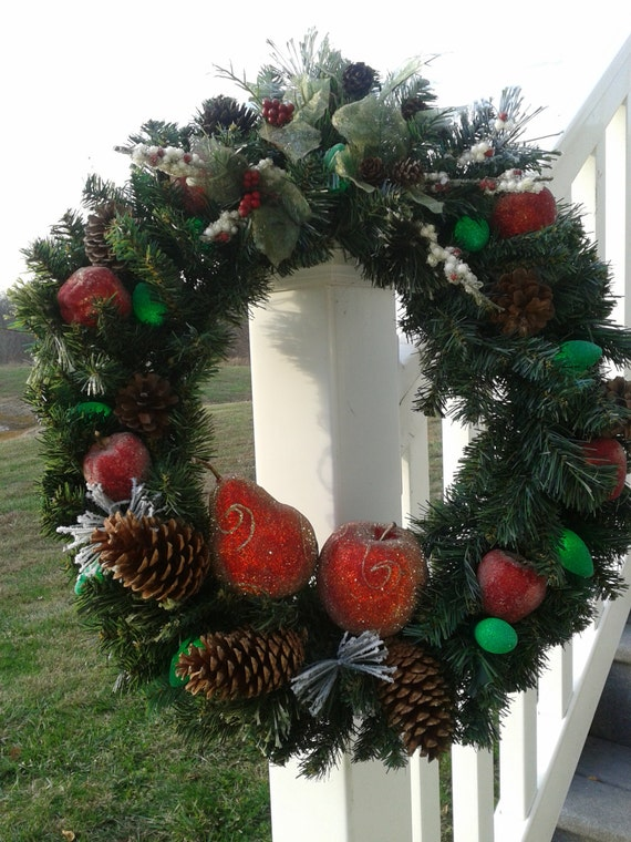 christmas wreath with small multi colored battery operated. Black Bedroom Furniture Sets. Home Design Ideas