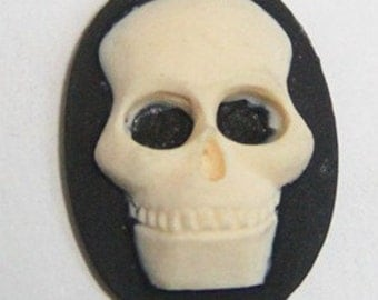 12 pcs of resin skull cameo-18X25mm -RC0168-cream on black