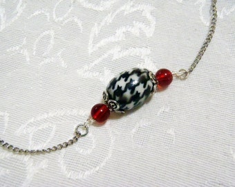 Alabama Houndstooth patterned acrylic bead pendant necklace - low profile & classic houndstooth necklace pendant with crimson colored beads