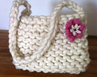 Purse Handbag knitted in giant wool with detachable flower