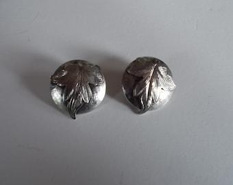 Vintage Silvertone Leaf Clip earrings.....212