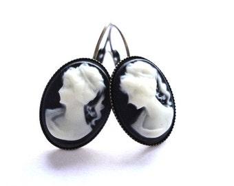 Earrings Vintage Lady