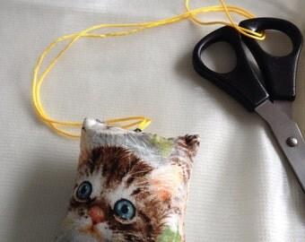 Cat scissor keeper
