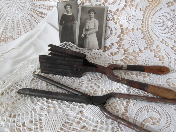 Old Fashioned Curling Tongs