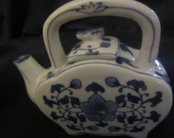"Vintage Asian Blue White Porcelain flat body Teapot 4.5""tall 6""wide 2""deep Mint Condition"