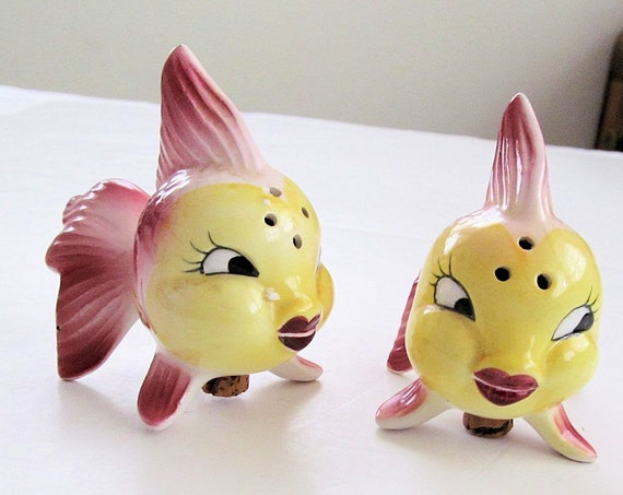 Pretty anthropomorphic fish vintage ceramic salt pepper for Fish salt and pepper shakers