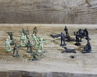 Lot of 22 miniature soldiers ... vintage russian USSR ... Soviet Union ... collectible