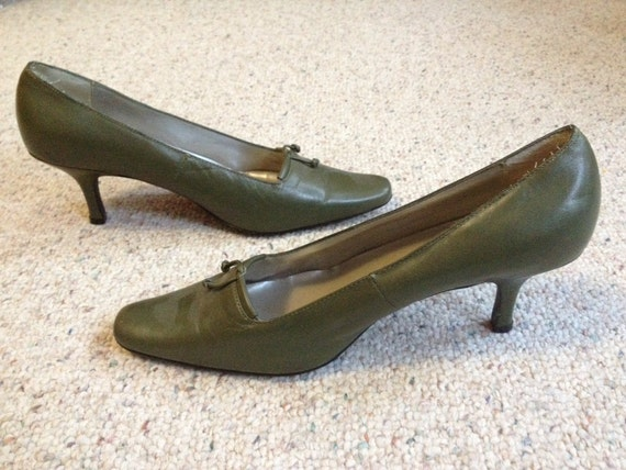 sale vintage s olive green leather pumps by