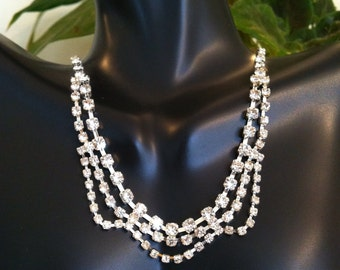 Glamorous Scolloped Rhinestone Necklace
