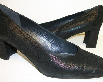 Vintage Stuart Weitzman Size 7.5 B Black Leather Pumps or Shoes